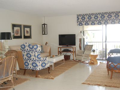 Light, Fresh and Airy! Delightful living space steps from the beach and pool!
