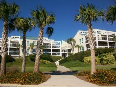 2937 Atrium is perfectly located across the street from the beach, pools, golf.
