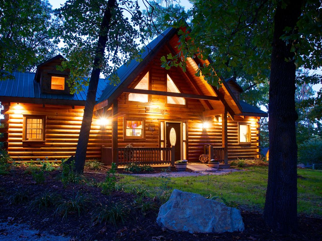 romantic get away branson bear log cabin pet friendly
