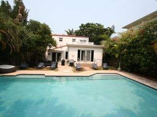 Bal Harbour apartment photo - Pool and backyard