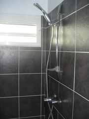 Orient Bay studio photo - Large Shower.