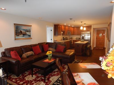 Stratton Mountain Slopeside *Ski on Ski off* High-End -Walk to Village & Gym