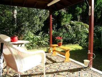 Volcano cottage rental - Mahana's Lanai in the afternoon sun.. beauty and apapane birds all around!