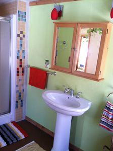 Beautiful custom tile work. Shampoo, conditioner, towels, local soap included