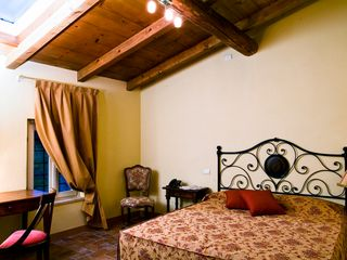 Verona City house photo - Classic double La Torre. from 135 € / night breakfast included