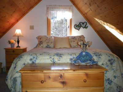 Steller Jay Loft w/ queen bed