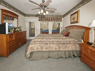 Pigeon Forge chalet photo - King bed for your sleep