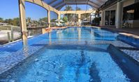 Premium Vacation Home, Terrific Pool/Spa 54ft long! 2min to River,often Dolphins