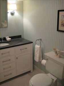 Beatifully designed Bathroom with fluffy towels