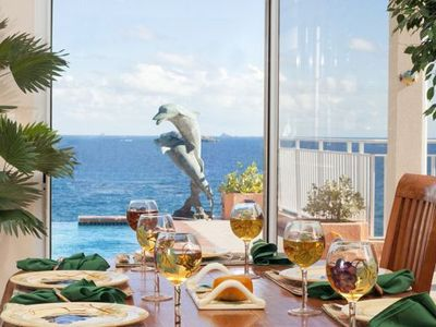 Enjoy dining while you enjoy the gorgeous ocean view!