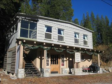 Soda Springs cabin rental - Summer Front Entry and Parking to The Soda Springs Cabin