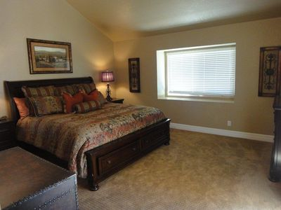Scottsdale condo rental - Masterbedroom with vaulted ceilings