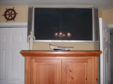 43 inch plasma 1080 HD TV in Twin bed bedroom See photo 6