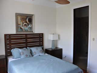 Nassau & Paradise Island townhome photo - 2nd floor guest bedroom with queen bed and garden views.