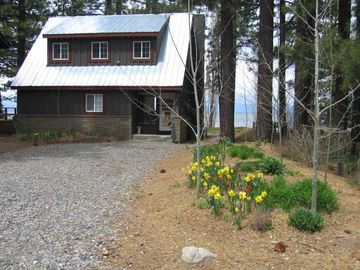 Welcome to Lakeview Cabin in the Spring!