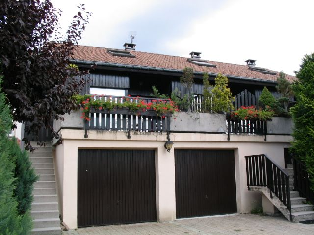 Semi detached chalet with terrace and private garage for Garage ad la bresse
