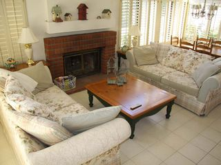 Palm Desert condo photo - Bright and comfortable living room with vaulted ceilings and fireplace