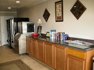 Jacksonville apartment photo - Snack, soda and ice machines and library share area