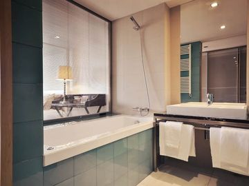 Scala 1 Apartment's Master Bathroom & Suite