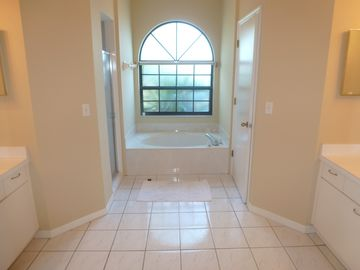 master bath with his/her sinks,walk in shwer, garden tub,his/her walk in closets