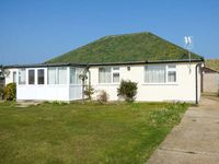 MIN-Y-DON, pet friendly, with a garden in Eccles-On-Sea, Ref 904633