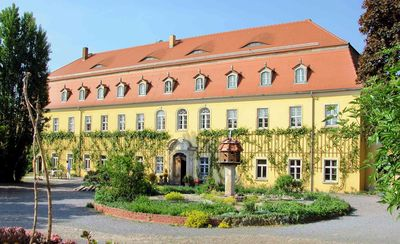 Very large (105m2) family-friendly apartment in castle 'Rittergut Heyda'