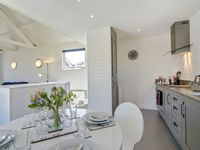 Oyster Cottage Shaldon | Sleeps 4 - 6, Central, Beach Hut Styled, Reverse Living