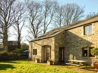 FOLD BANK, pet friendly, with a garden in High Bentham, Ref 919697