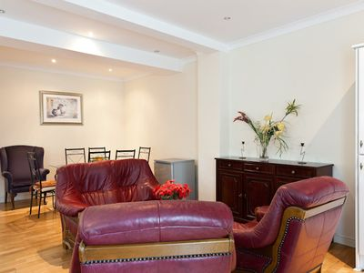 Luxury apartment convenient center, cheap airport, free parking, free London Eye