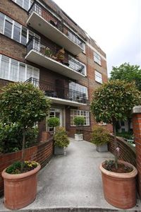 Notting Hill apartment rental - Access to stunning private communal gardens in the back