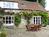 AINTHORPE FARM COTTAGE, pet friendly, with a garden in Danby, Ref 738
