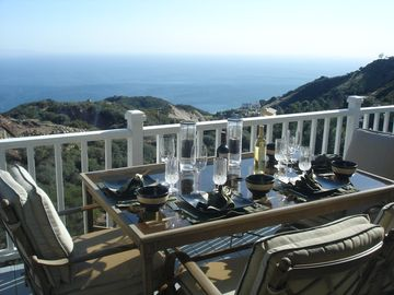 Malibu house rental - Grill and dine on the deck overlooking the ocean