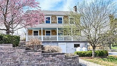 Beautifully Renovated Historic Circa 1800 Farmhouse Near The Falling Spring