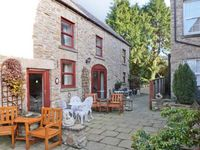 FOXGLOVE COTTAGE, pet friendly, with a garden in Richmond, Ref 2598