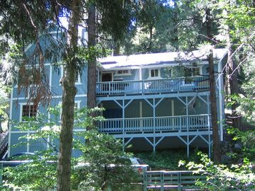 Crestline house rental - 24927 Valle Dr. 3 Bed, 2 Ba, Loft, Den, Two Decks, parking 2 cars.