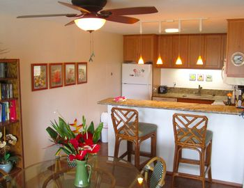 Keauhou condo rental - Newly remodeled kitchen with solid cherry cabinets and granite counter tops