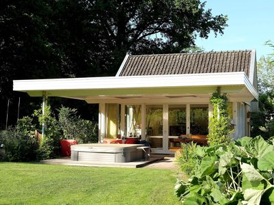 Romantic house for 2 persons with jacuzzi and parky garden and surroundings