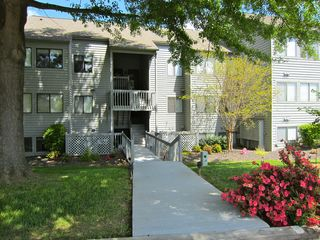 Moneta condo photo - Front entrance to condo building
