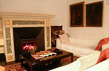 Working gas fireplace in Rome apartment adds winter warmth
