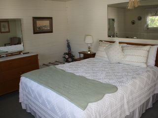 Mercer Island cottage photo - Master Bedroom with Queen bed.