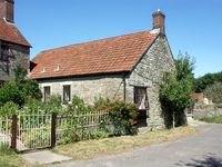 THE OLD BULL STALL, pet friendly in Penselwood, Ref 1763