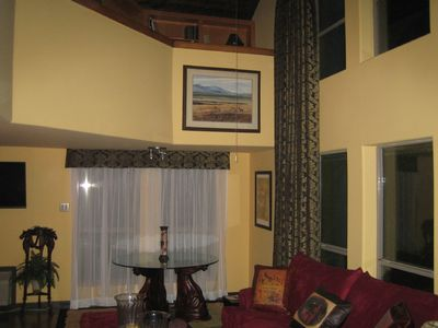 Bandera cabin rental - High ceilings