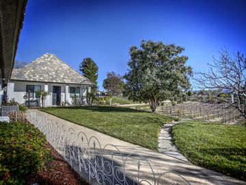 Temecula cottage rental - La Petite Maison de Bleue Entrance looking on to vineyard.