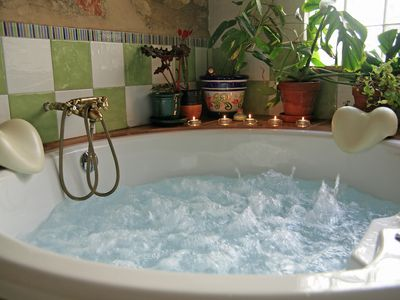 House with jacuzzi for 2-4 people