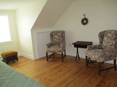 Sitting room/bedroom: room for cot or air mattress