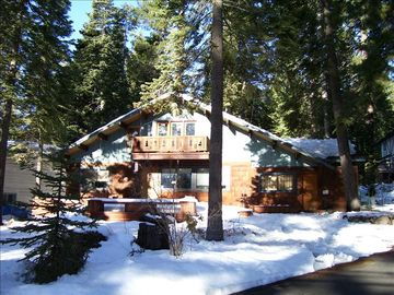 Carnelian Bay cabin rental - Cabin in snow