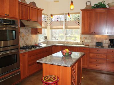 Austin house rental - Prepare your meals in a beautiful setting and enjoy front yard view