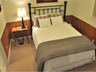 Big Canoe house rental - Queen bedroom