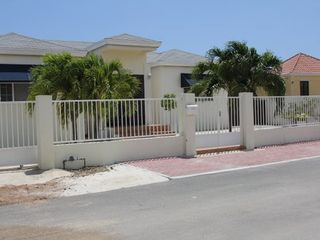 Aruba villa photo - Gated front