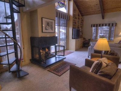 Creekside Penthouse, 3BD+loft: 4 BR / 4 BA condo in Vail, Sleeps 8
